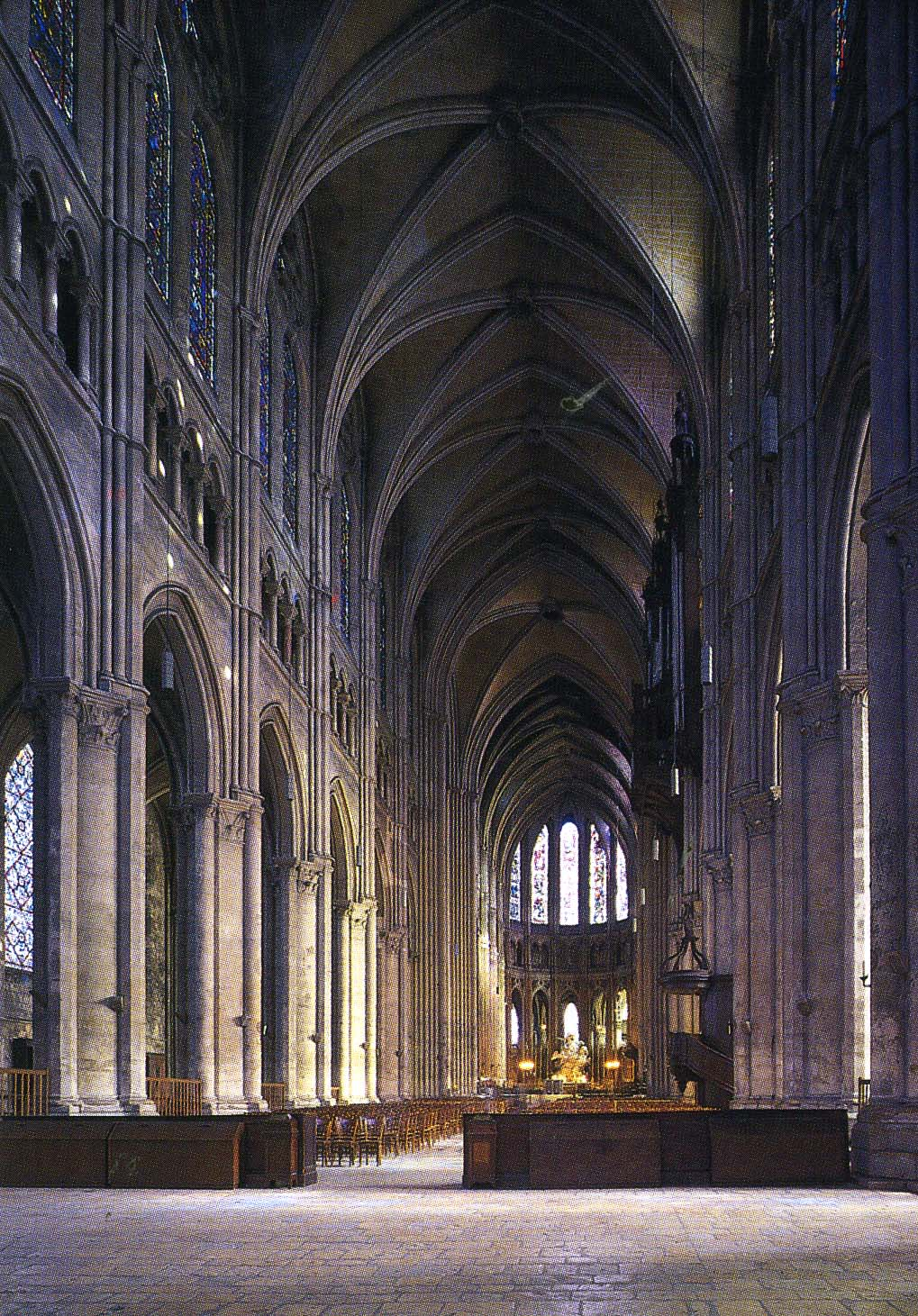 Interior of Chartres Cathedral: www.thehistoryhub.com/chartres-cathedral-facts-pictures.htm